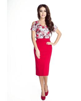 modelka w przepieknej bluze w kwiaty i czerwnonej spodniczce