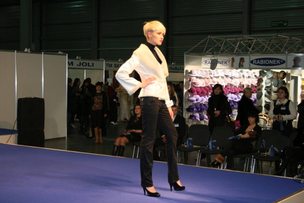 http://lookat.com.pl/wp-content/uploads/2016/04/Kiev-Fashion-2009-073-1024x683.jpg