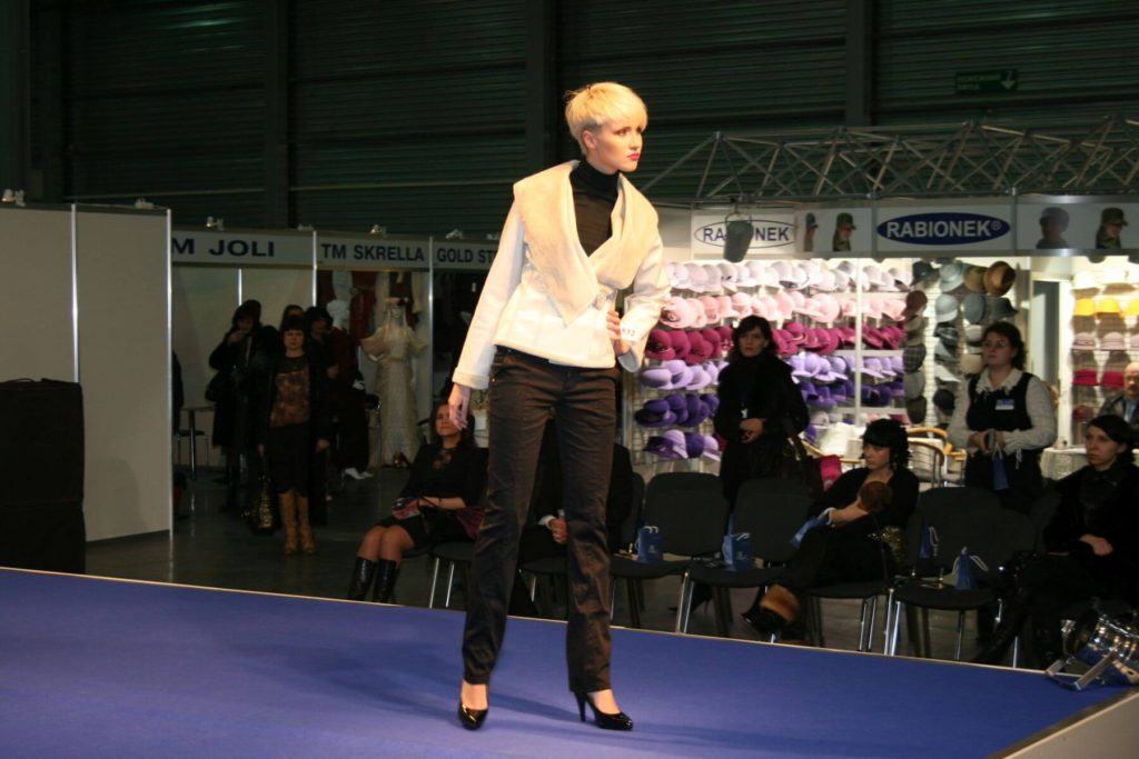 http://lookat.com.pl/wp-content/uploads/2016/04/Kiev-Fashion-2009-074-1024x683.jpg