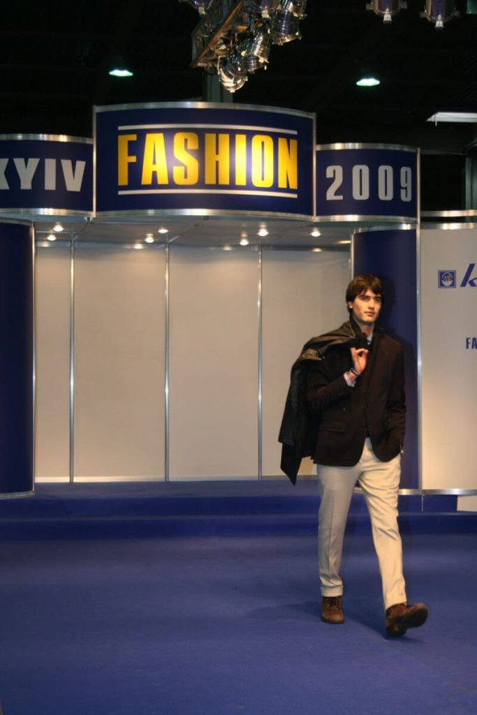 http://lookat.com.pl/wp-content/uploads/2016/04/Kiev-Fashion-2009-216-683x1024.jpg